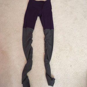 Never worn alo yoga goddess leggings